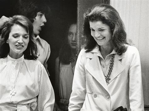 Jackie Kennedy Onassis and Lee Radziwill's Relationship