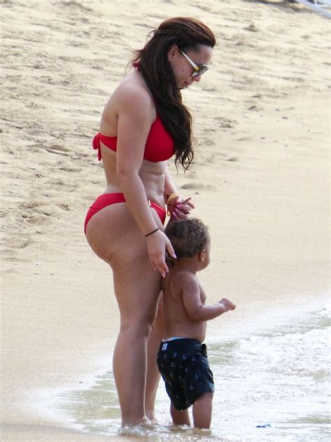 chris bosh wife is just 1 giant ass with legs (pics