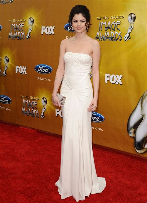 Hairstyle For You: Selena Gomez Dresses
