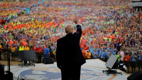 Boy Scouts of America Leader Apologizes for Trump's Speech